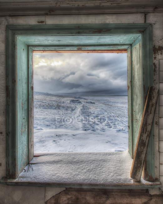 Céus tempestuosos, vistos da janela — Fotografia de Stock