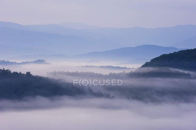 Grandi montagne fumose — Foto stock