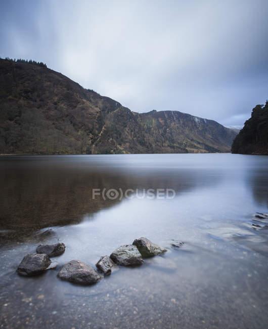 Trittsteine im seichten Wasser — Stockfoto