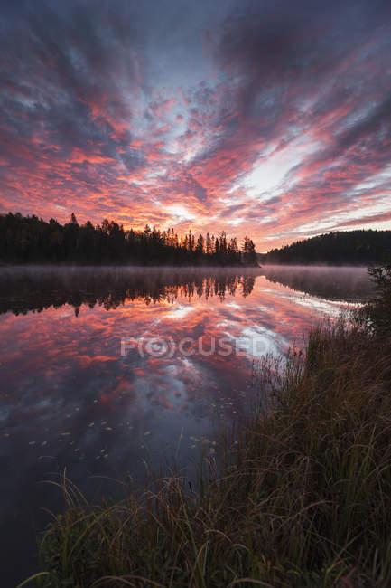 Lever de soleil sur le lac Costello — Photo de stock