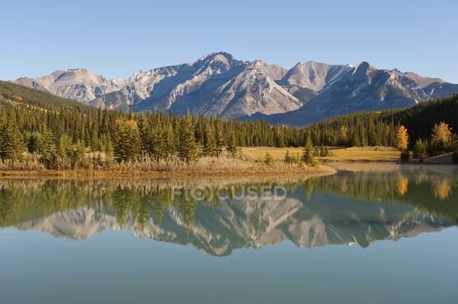 Mont Inglismaldie à Cascade étangs — Photo de stock