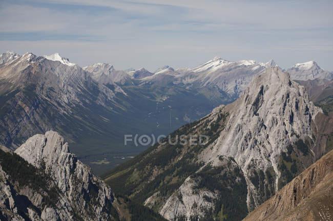 Sommets et la vallée — Photo de stock