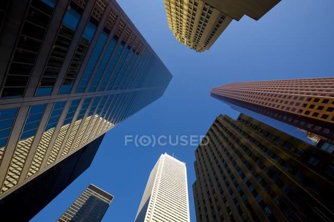 Torres de oficinas en King y Bay Street - foto de stock