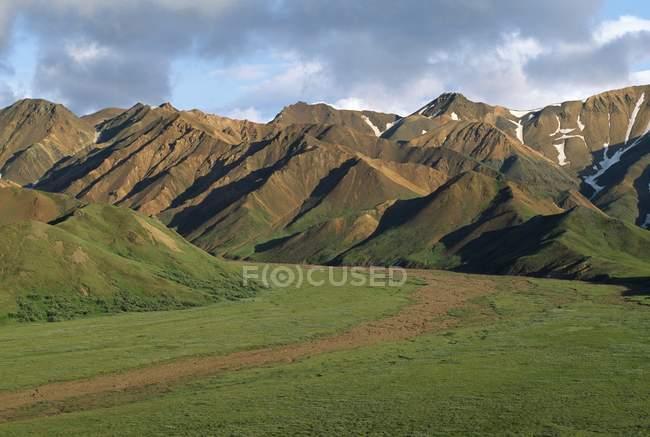 Montagne di Chugach con scogliere — Foto stock