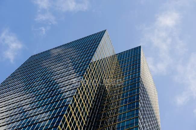 Vista dos arranha-céus e edifícios — Fotografia de Stock