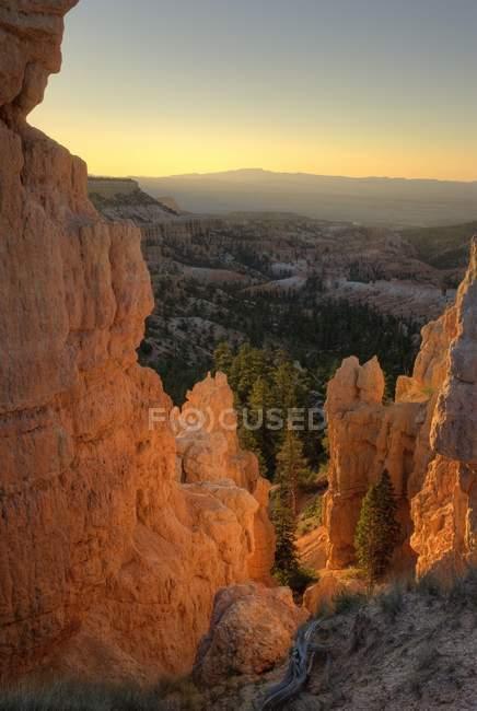 Скель і багатих скелями в помаранчевим кольорами — стокове фото