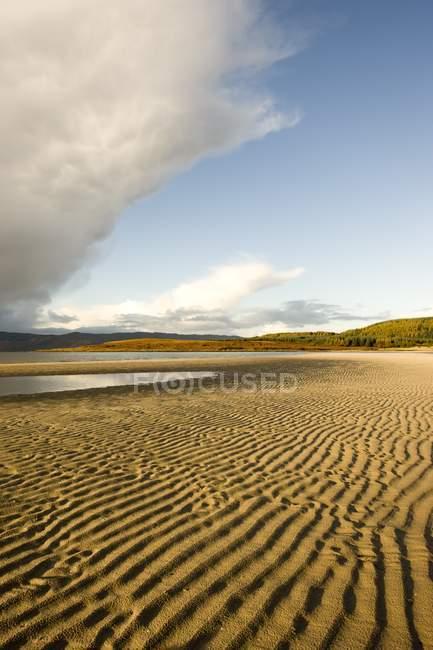 Рифленая песок на пляже — стоковое фото