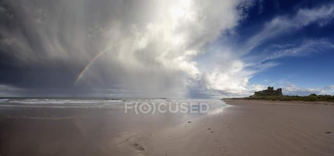 Wolken im wasser reflektiert — Stockfoto