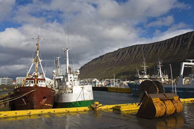 Рыболовные суда в Исландии — стоковое фото
