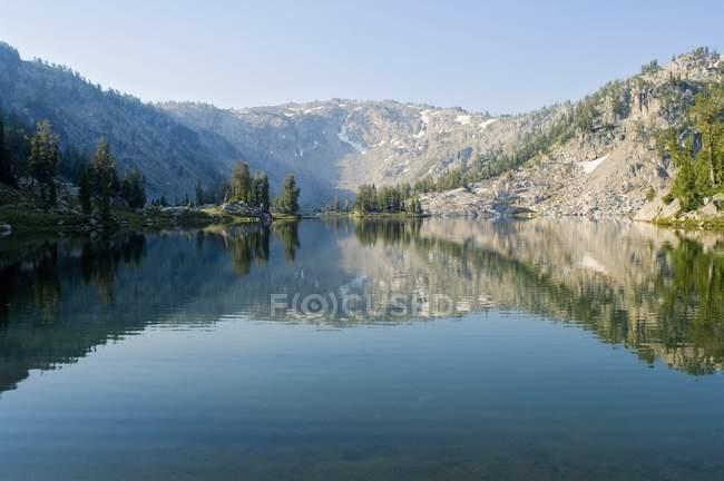 Eau du lac Alpine — Photo de stock