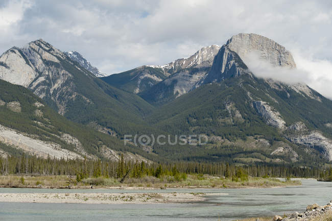 Montagne nel Jasper National Park; Alberta, Canada — Foto stock