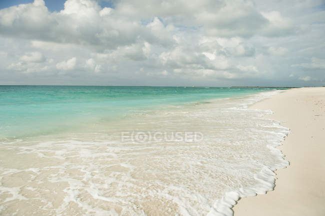 Water Washing Up against sky — Stock Photo