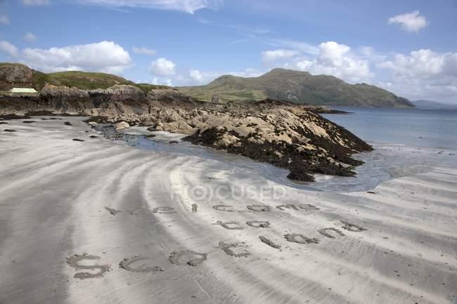 Schreiben im Sand gegen das Wasser — Stockfoto