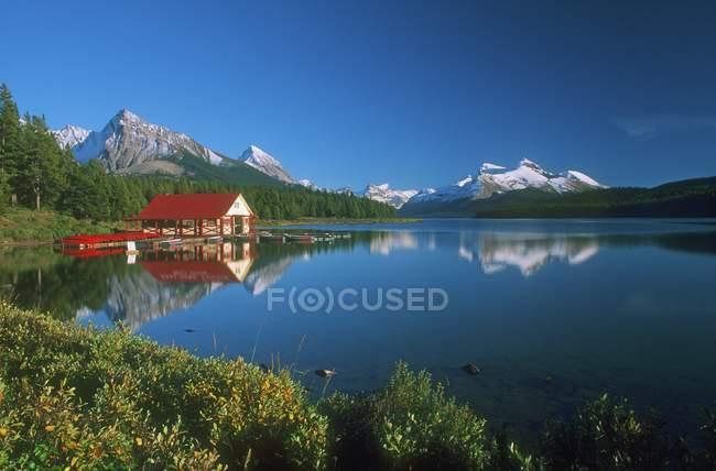 Гори озеро з дому — стокове фото