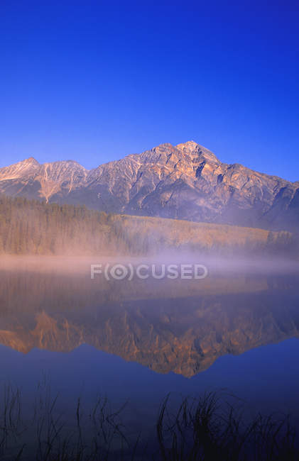 Patricia Lake with clear reflection — Stock Photo