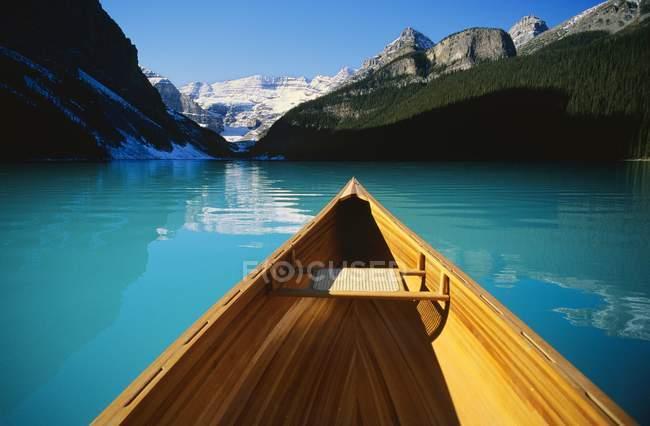Каное на Озеро Луїза в Альберті, Канада — стокове фото