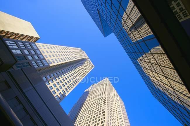 Rascacielos durante el día - foto de stock
