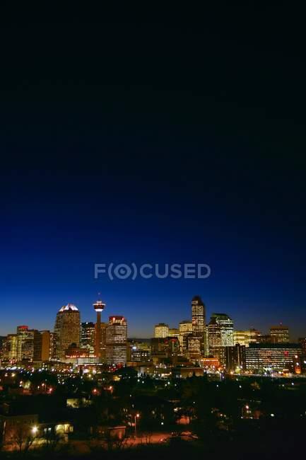 Calgary Skyline in der Abenddämmerung — Stockfoto