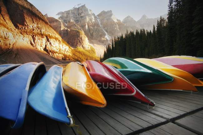 Multi-Colored Canoes Resting On Dock — Stock Photo