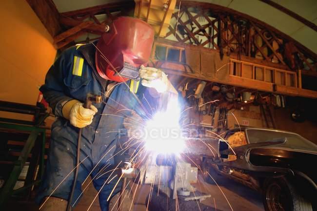 Welder in mask working — Stock Photo