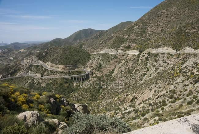 Винтовая горная дорога — стоковое фото