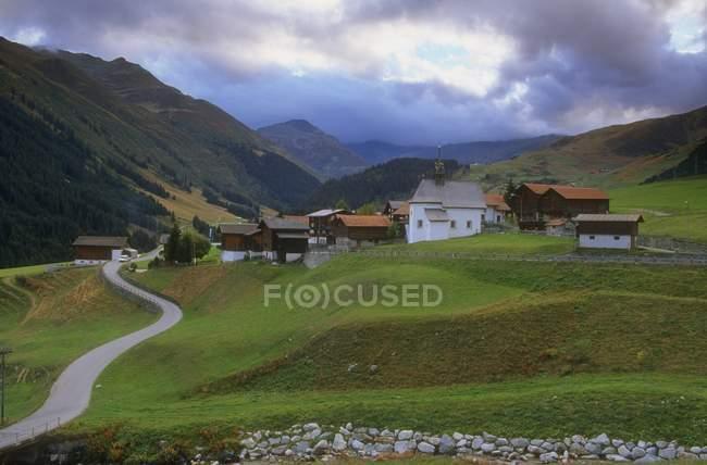 Деревня под облаками — стоковое фото