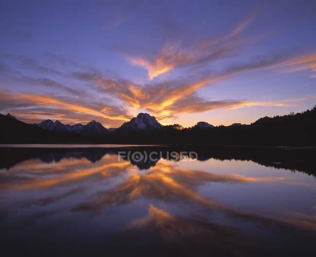 Lake Reflection of peaks — Stock Photo