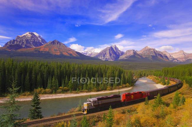 Pluie dans le parc national Banff — Photo de stock