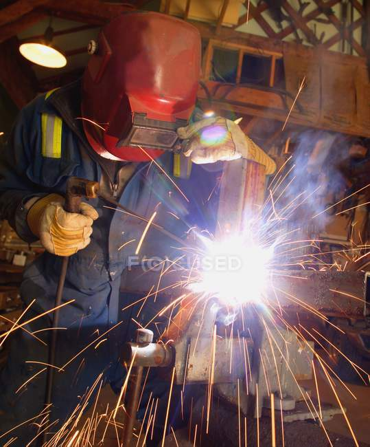 Welder oh work with welding machine — Stock Photo