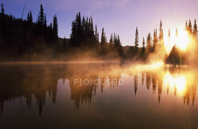Sunbeams Through Mist On Lake — Stock Photo