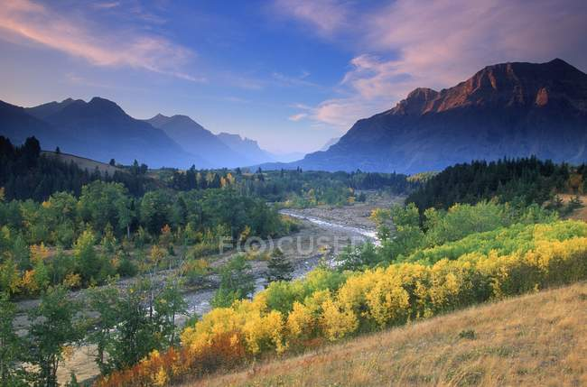 River Running Through Countryside — Stock Photo