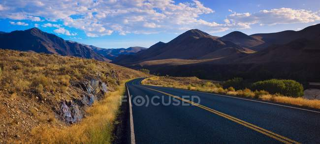 Foothills Road With Mountains — Stock Photo