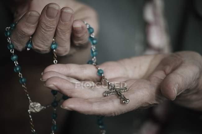 Conta de Rosário com cruz — Fotografia de Stock