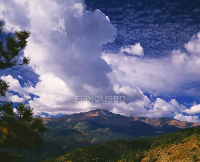Sturm Wolken über Pikes Peak — Stockfoto