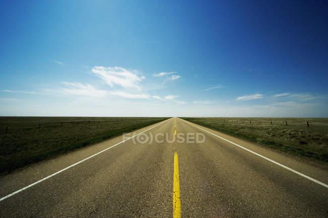 Route asphaltée droites — Photo de stock