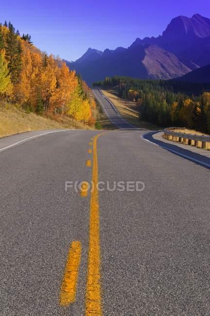 Кананаскисе шоссе в горах — стоковое фото