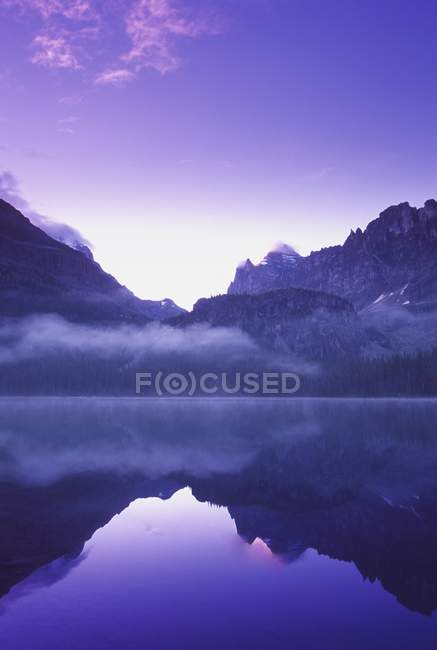 Lake with reflections And Mountains — Stock Photo