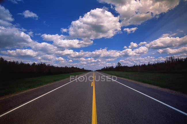 Zwei-spurigen Autobahn — Stockfoto