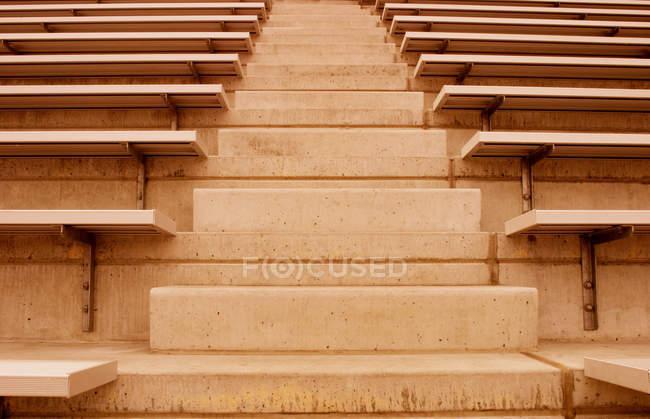 Großaufnahme von Stadionbänken — Stockfoto