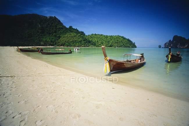 Boats parked on coastline — Stock Photo