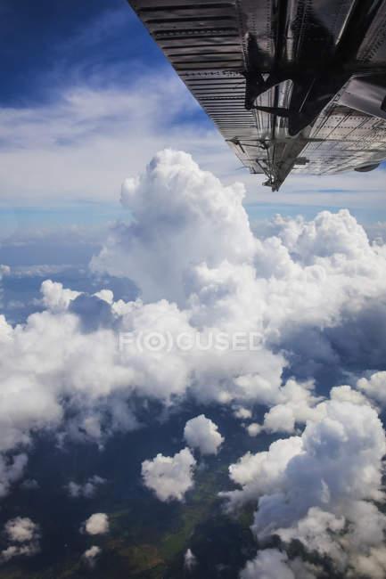 Ciel avec nuages alors qu'il volait de Managua — Photo de stock