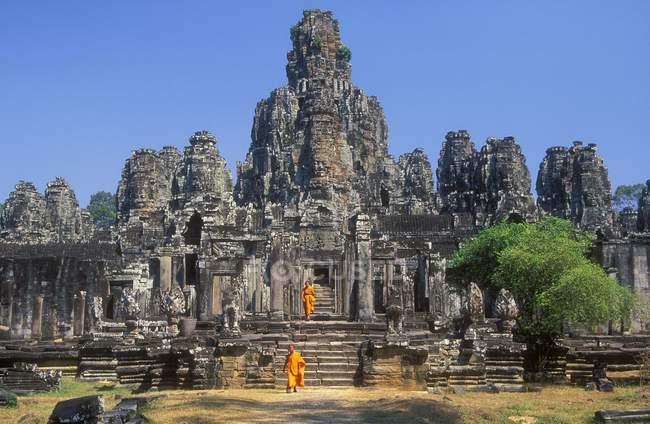 Bayon Tempel und Mönche — Stockfoto