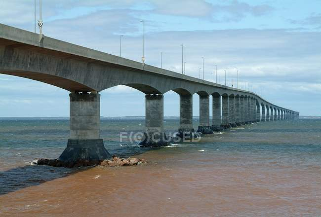 A Long concrete bridge — Stock Photo