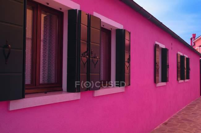 Pink Houses avec windows — Photo de stock