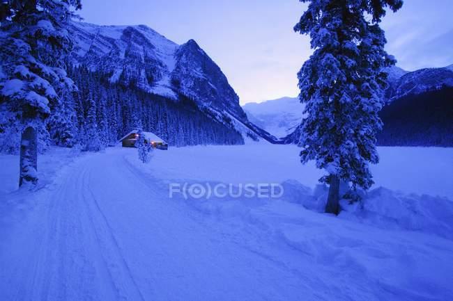 Petite cabane en hiver Pays des Merveilles — Photo de stock