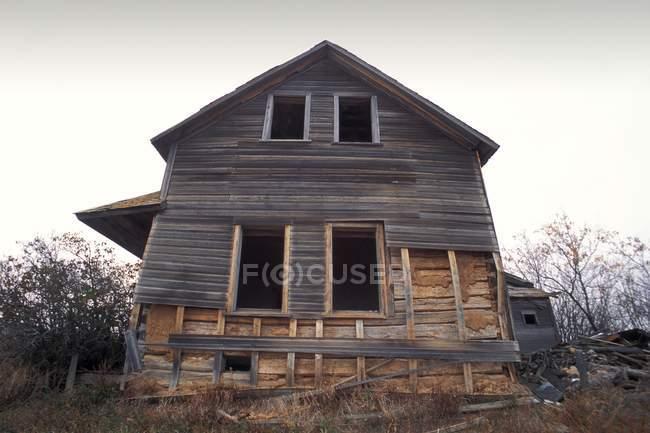 Vecchia casa rovinata — Foto stock