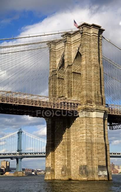 Brooklyn Bridge Visto desde el Bajo Manhattan - foto de stock
