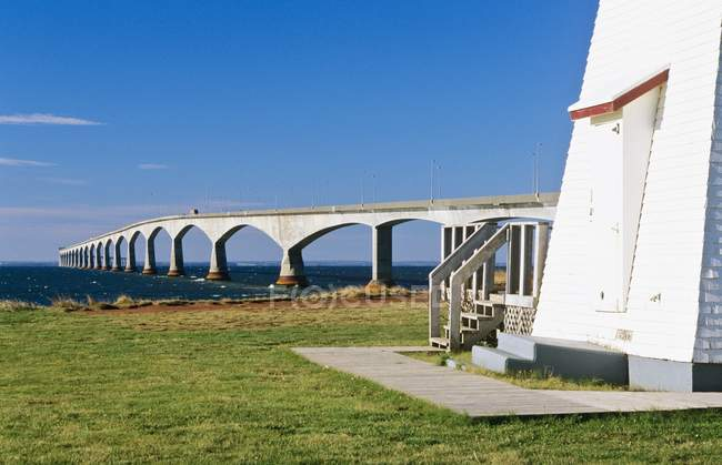 Confederation Bridge And Amherst Point Lighthouse — Stock Photo