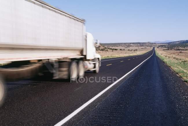 Moto offuscata del camion — Foto stock