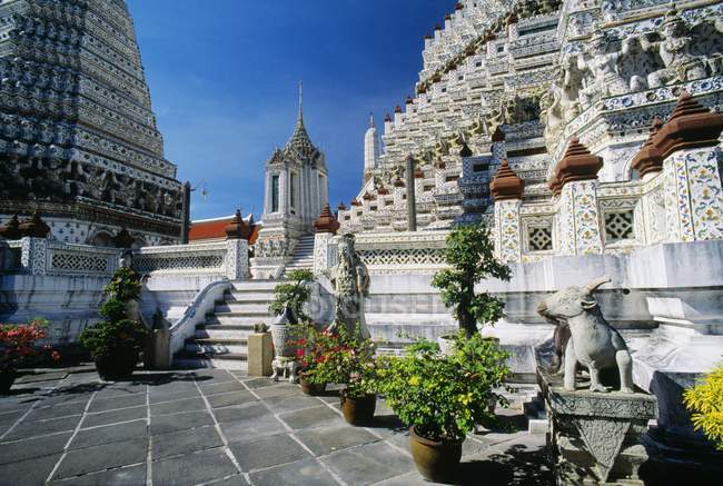Wat Arun In Bangkok in Thailand — Stock Photo